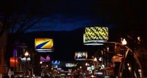 La colorée rue Cartier vu de nuit