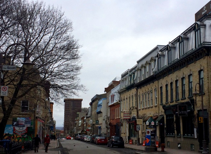 La rue St-Jean par une journée de printemps.