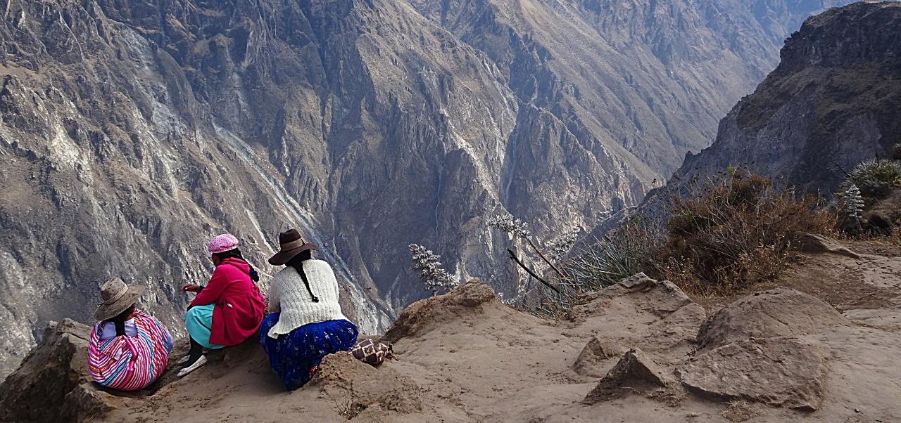 itinéraire de 3 semaines au Pérou entete femmes canyons